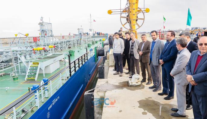 کشتی حامل روغن پس از ۳ ماه بلاتکلیفی پهلو گرفت 5   آفکو